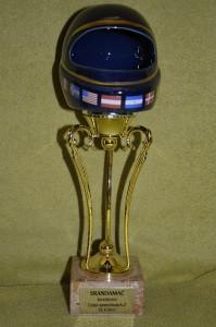 Pohár s modrou přilbou se již nemůže dočkat, až v sobotu přijede do Kostěnic