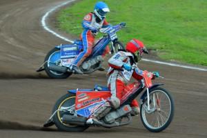 Filip Hájek (červená) a Petr Chlupáč si to rychle namířili k bronzu