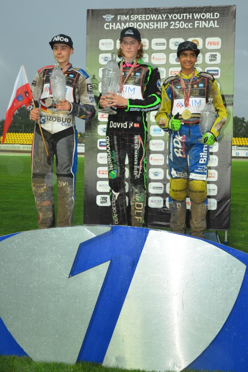 Karol Zupinski, Jonas Knudsen a Philip Hellström - Bängs stojí na stupních vítězů