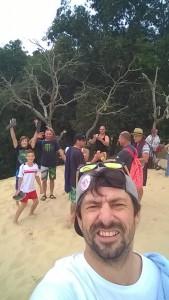 Češi po závodech realxují na písečně duně u oceánu