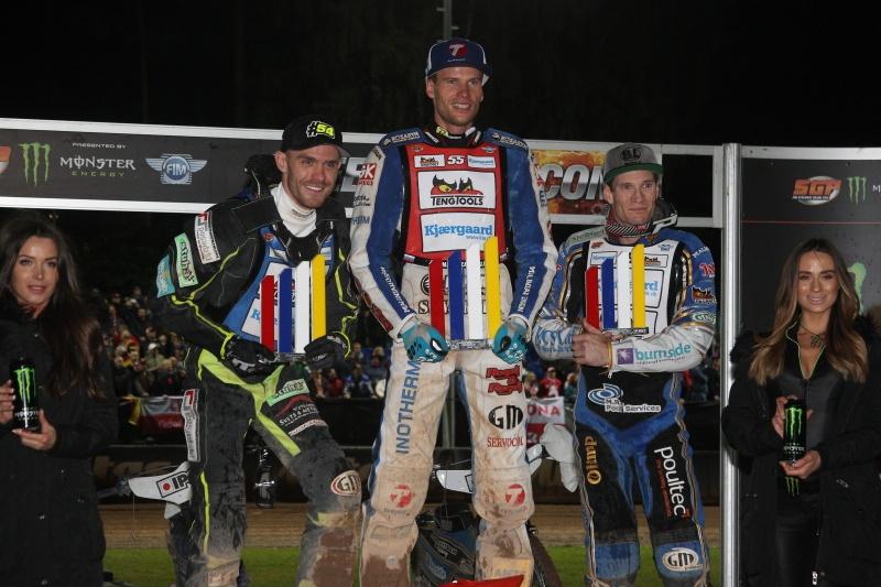 Martin Vaculík, Matej Žagar a Jason Doyle stojí na stupních vítězů