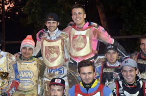 Patrik Mikel - na snímku po extraligovém vítězství ve Svítkově - chce letos zajet ve světové juniorce než před rokem