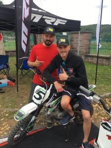 Martin Vaculík se svým bratrancem Peterem při sobotní prezentaci Vaculík Pitbike Racing při poháru přátelství v Žarnovici