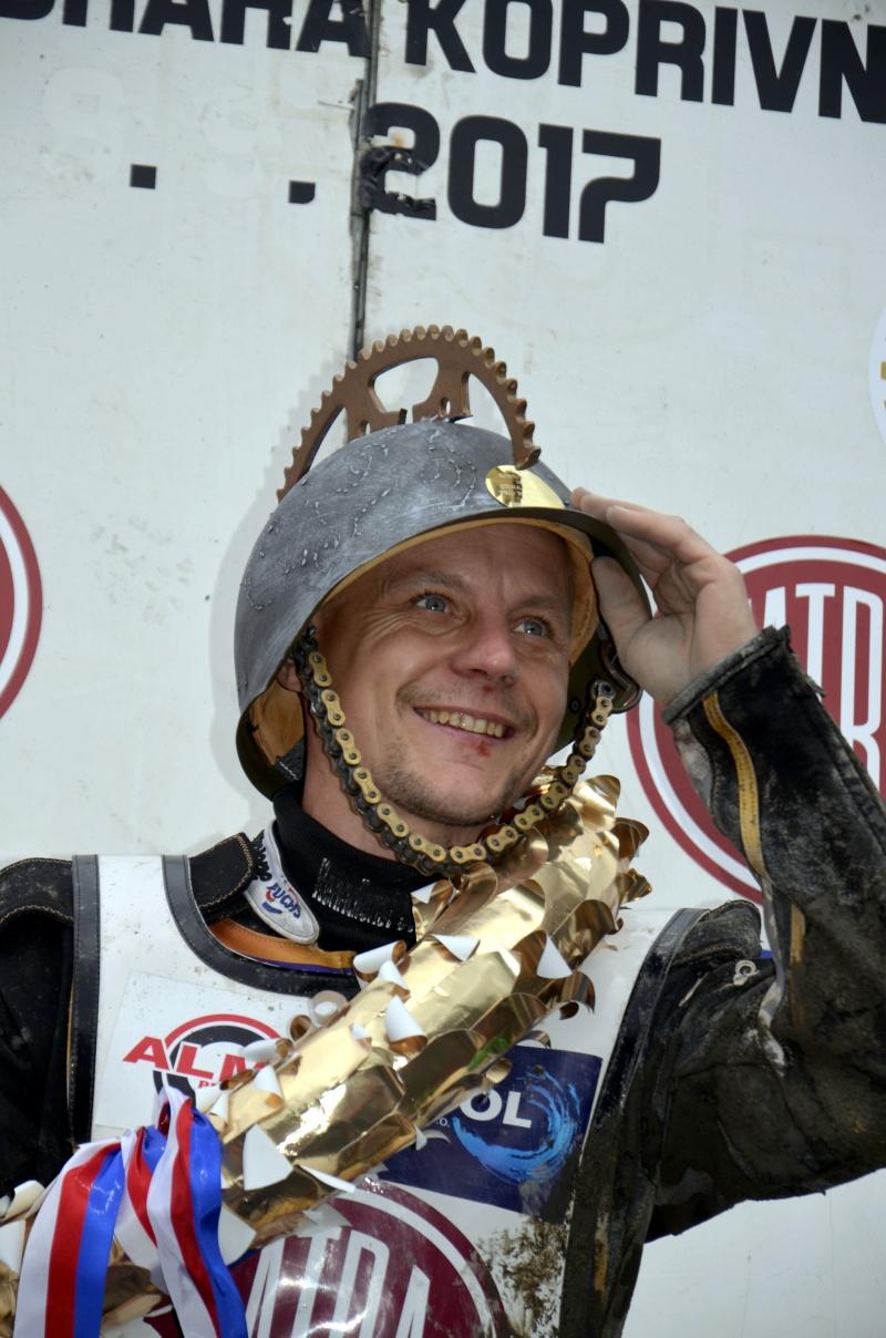 Josef Franc si od fanoušků odvezl také speciální přilbu jako ocenění bojovníka roku