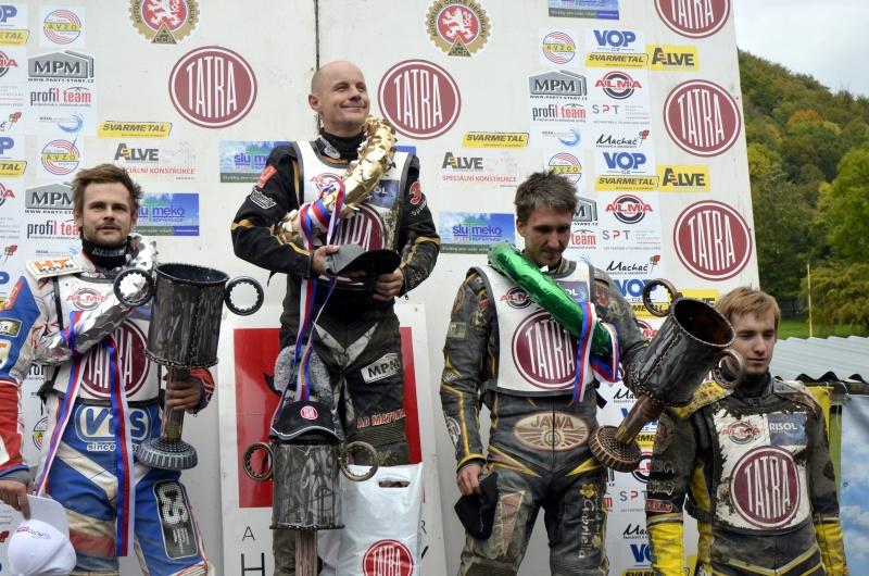 Nejlepší čtveřice na stupních vítězů: Hynek Štichauer, Josef Franc, Martin Málek a Michal Škurla