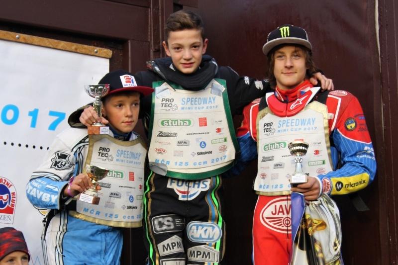 Jaroslav Vaníček, Pavel Kuchař a Daniel Klíma stojí na stupních vítězů