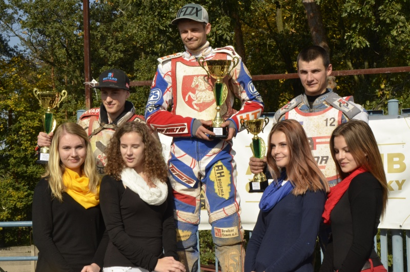 Przemyslaw Liszka, Hynek Štichauer a Dmitro Mostovik na stupních vítězů