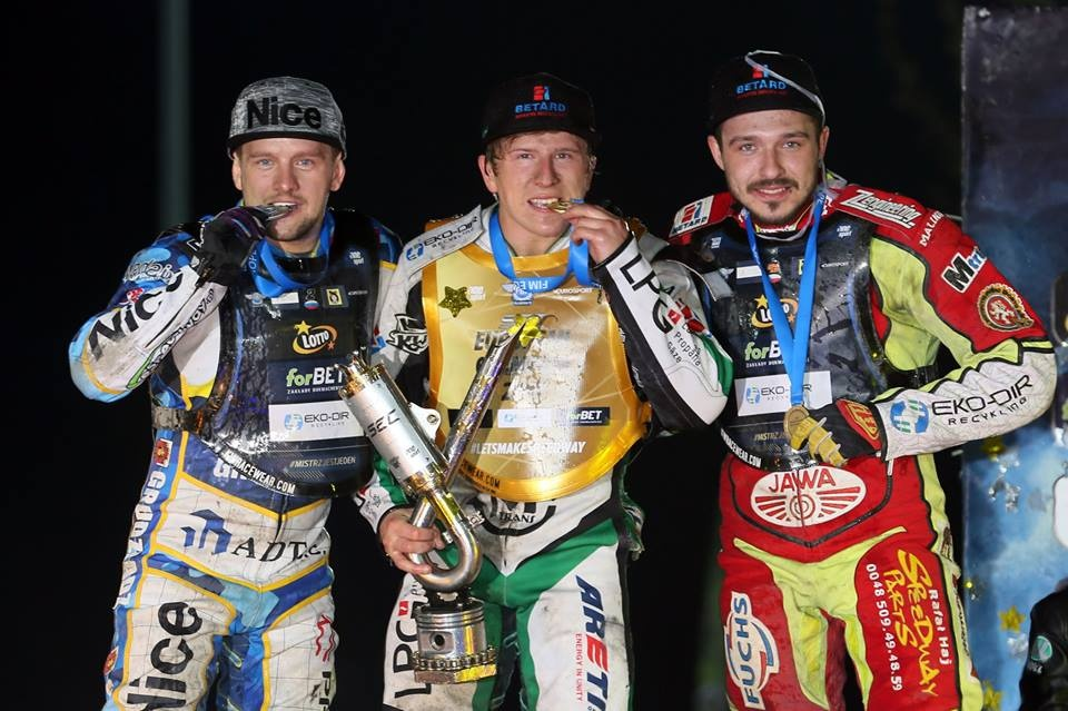 Medailisté letošního evropského šampionátu: Artjom Laguta, Andrzej Lebeděvs a Václav Milík