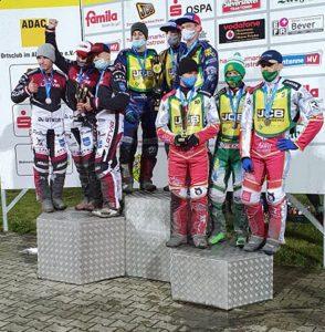 Daniel Klíma, Jan Kvěch a Petr Chlupáč stojí na nejvyšším stupni vítězů v Güstrowě