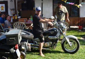 Motocykly byly všude - ostatně ten na snímku dostal Vladimír Višváder jako dárek k jubileu